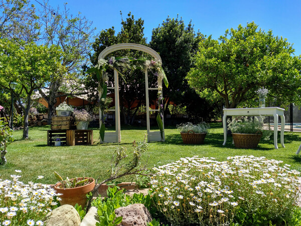 Masia con jardin para celebraciones